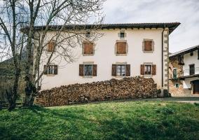 La casa con jardines
