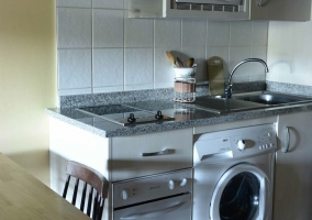 Cocina equipada y amueblada