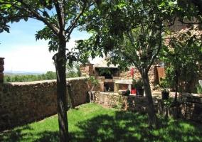 Barbacoa vista desde la arboleda