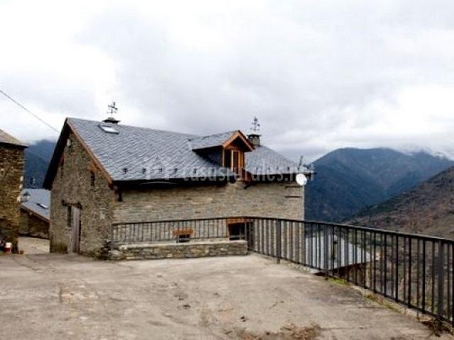 Casa maria ant nia en montesclado lleida - Casa rural maria antonia ...