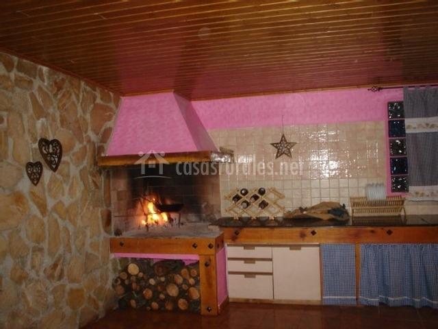 Casa rural campoamor en carboneras de guazaon cuenca - Cocinas con horno de lena ...