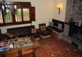 Sala de estar con madera presente