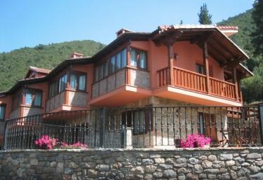 Apartamentos La Montaña - Cabezon De Liebana, Cantabria