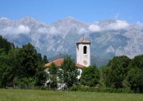 Cabezón de Liébana con los Picos de Europa