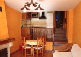 Salón con cocina y acceso la habitación