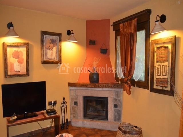 La b rcena apartamentos rurales y spa en enterria cantabria - Chimenea en esquina ...