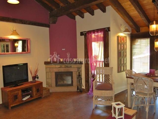 La b rcena apartamentos rurales y spa en enterria cantabria - Como pintar un salon rustico ...