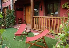 Terraza y jardín con hamacas