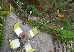 Terraza y jardín privado junto al río