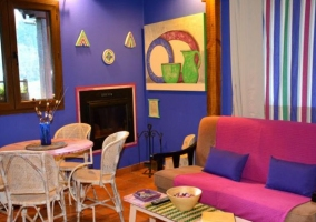 Apartamento 2 con sala de estar colorida
