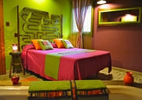 Cama de matrimonio rosa y verde