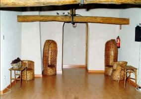 Decoración de labrado y siembra antiguos en casa rural