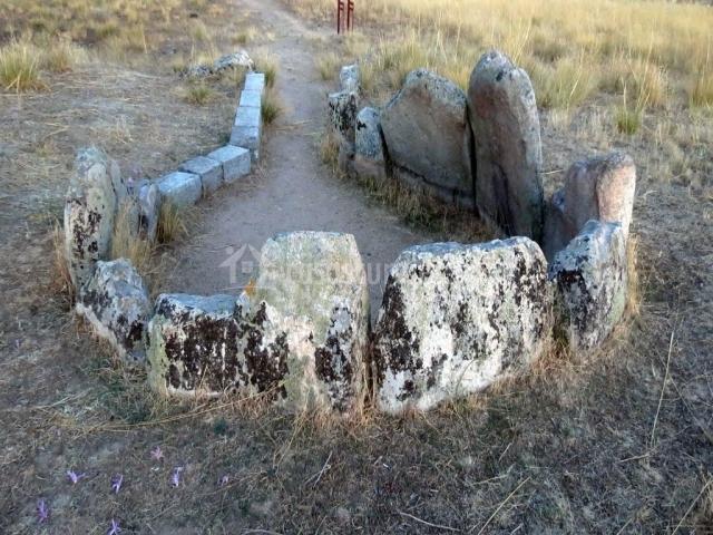 Restos del dolmen del Prado de las Cruces que se localiza a las afueras de Ávila