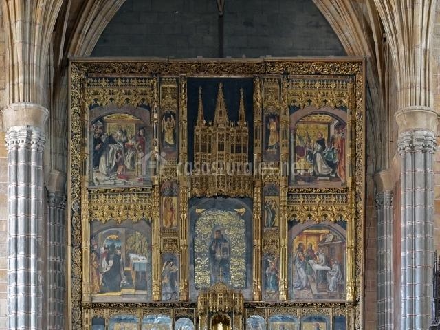 Retablo mayor de la Iglesia del Monasterio de Santo Tomás con pinturas de Pedro Berruguete