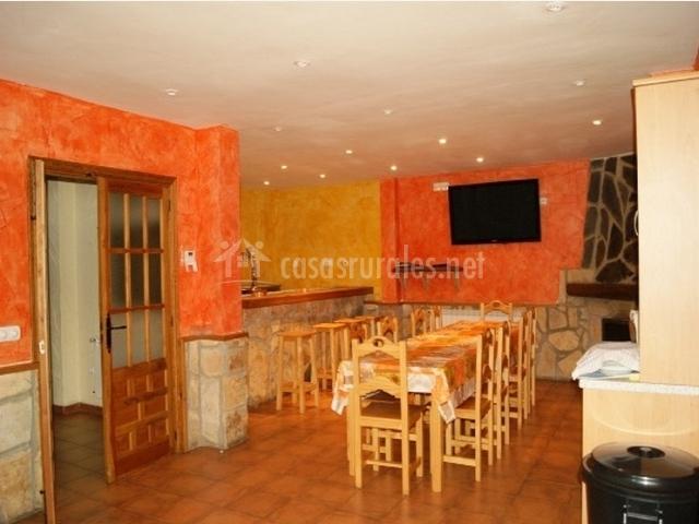 Caser o de cerezo en cerezo de mohernando guadalajara - Barra bar salon ...