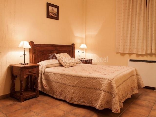 Cuarto con amplia cama para 2 personas