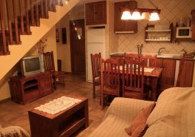 Salón amueblado con cocina