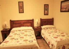 Estancia con cama de matrimonio y cama individual