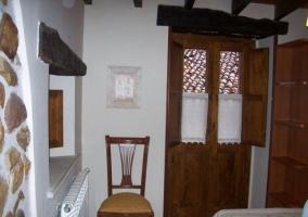Dormitorio con balcón al exterior