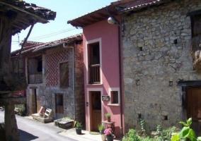 Vistas de la fachada en color rojizo