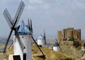 Molinos de viento y Castillo de La Muela