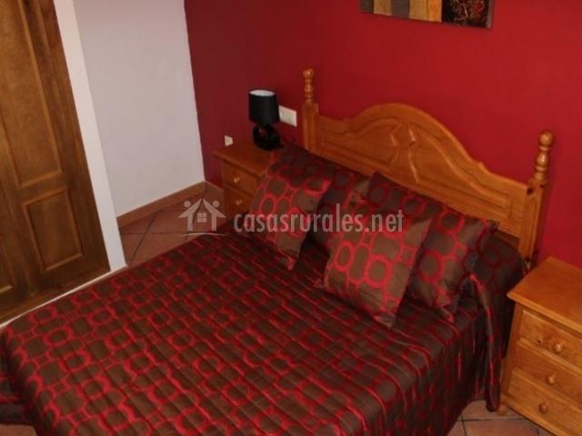 Abajo dormitorio de matrimonio en rojo