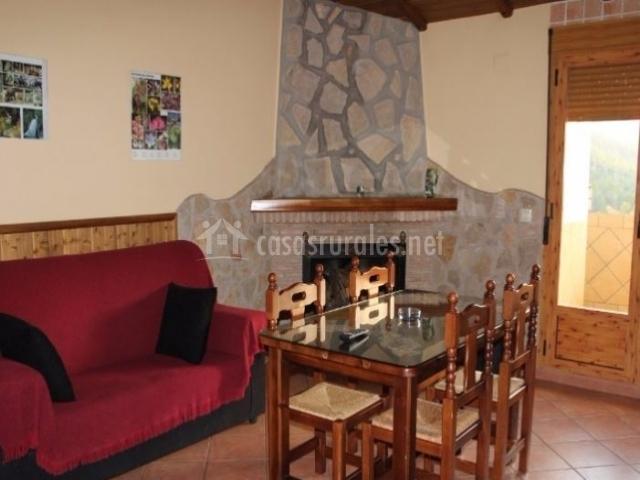Primera 1 sala de estar con chimenea