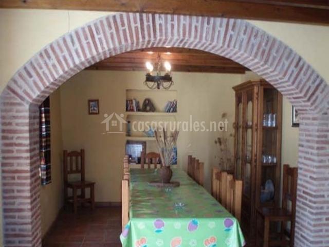 Casa rural do a vela en riogordo m laga for Arcos de ladrillo rustico