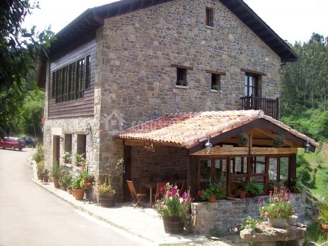 Casa de aldea los valles en colunga asturias - Casas con porche ...
