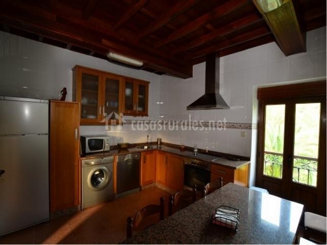 Casa caleyos en quinzanas asturias - Cocina casa rural ...