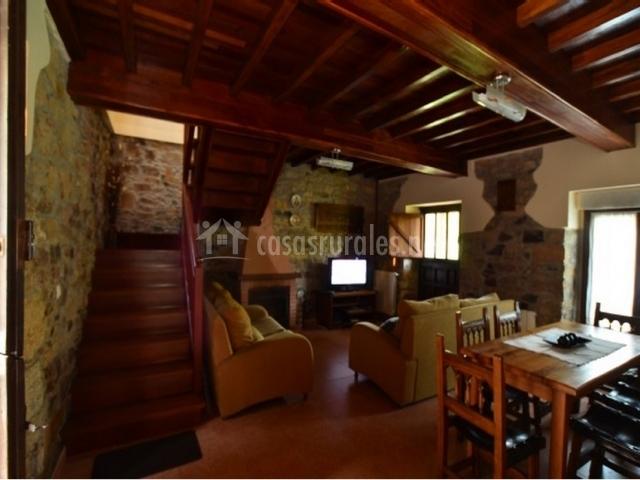 Casa caleyos en quinzanas asturias for Casa rural con chimenea asturias