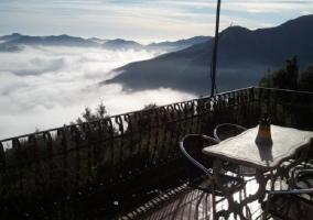 Terraza y niebla