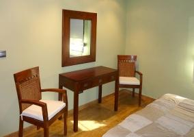 Dormitorio de matrimonio y sus detalles en madera