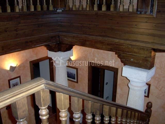 Vistas a la planta baja desde las escaleras