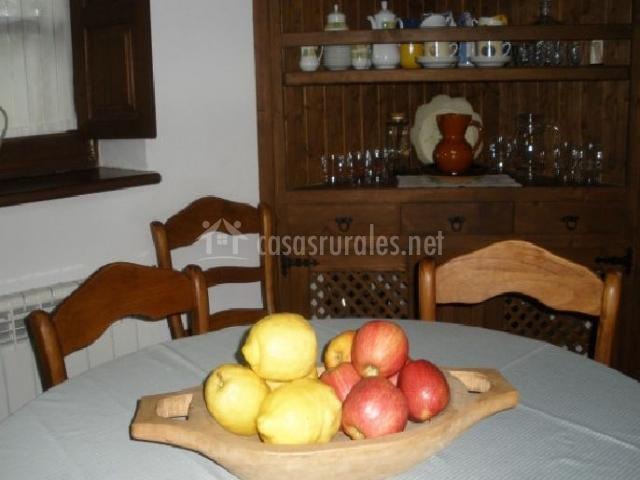 La venta los probes en puente nuevo asturias for Mesa frutero cocina