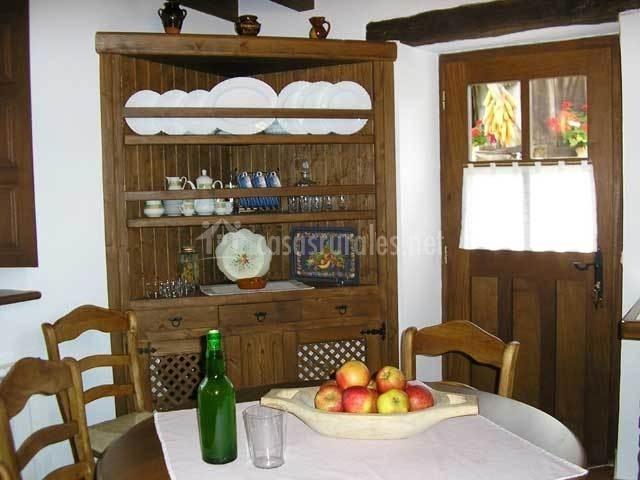 La venta los probes en puente nuevo asturias for Mesa cocina frutero