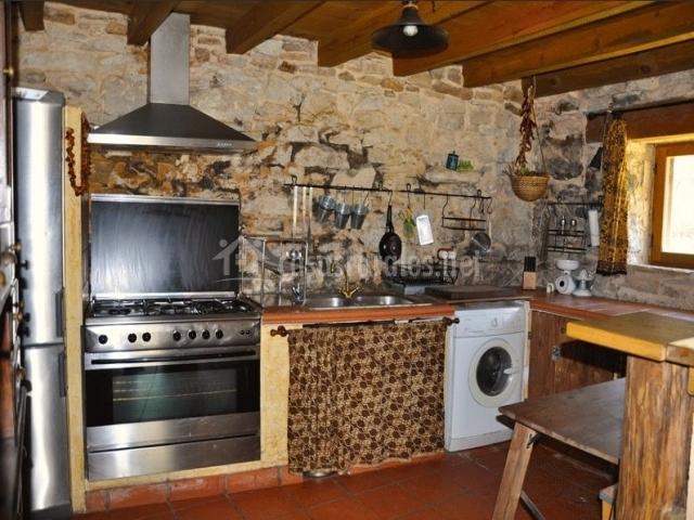 La piedra del molino en galve de sorbe guadalajara - Piedra para cocina ...