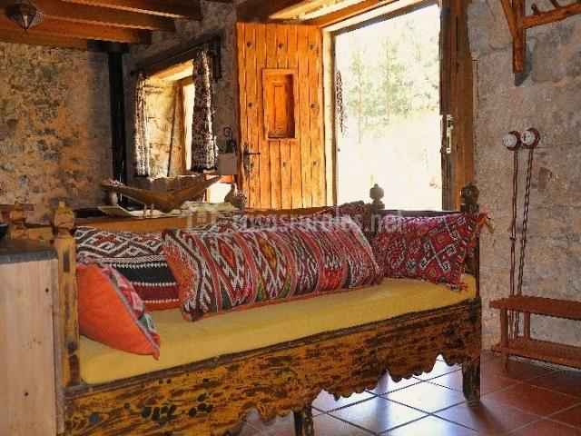 La piedra del molino en galve de sorbe guadalajara for Decoracion banos estilo arabe