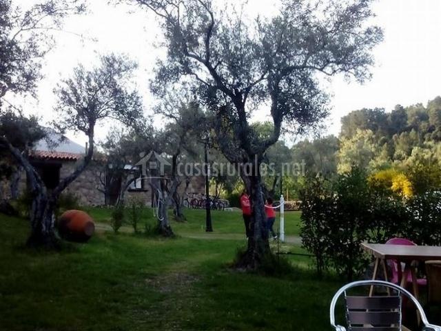 Casa rural el pilar en acebo c ceres for Jardines de poni