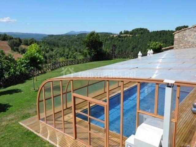 Magadins nou en moia barcelona for Casa rural piscina climatizada interior