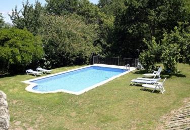 Casas rurales con piscina en vilaboa postemiron for Piscinas en pontevedra