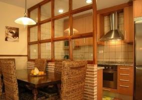 Vista del comedor y la cocina