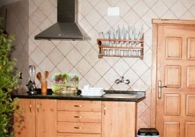 Salón de la casa rural segoviana con mobiliario clásico
