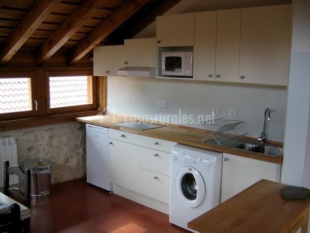 Los lilos madera en pozancos guadalajara - La casa de las cocinas sevilla ...