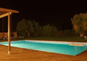Exteriores del complejo con piscina