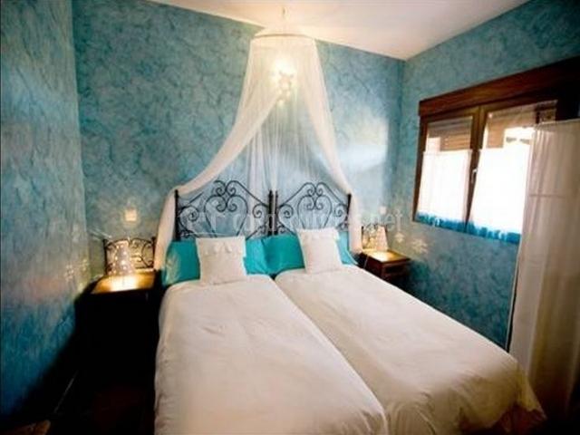 Dormitorio con camas individuales en color azul