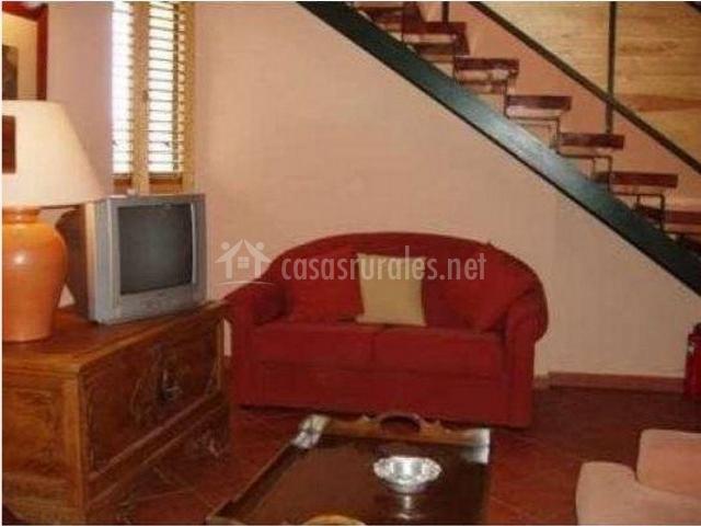 Casa la chimenea en villatoro vila for Sofa bajo escalera