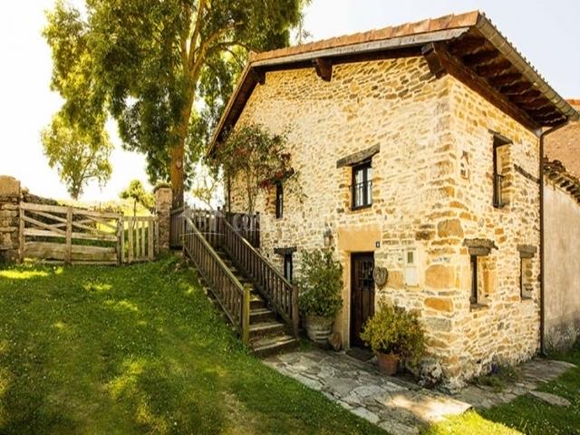 La casita de zalama en san pelayo de montija burgos for Hotel casita amarilla