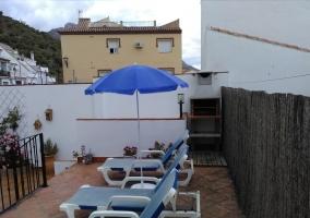 terraza y barbacoa