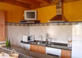 Cocina con microondas y tele